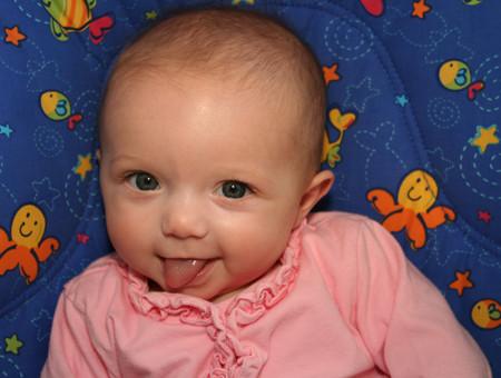 宝宝出现吐舌头流口水的常见原因(图) - 家庭日记